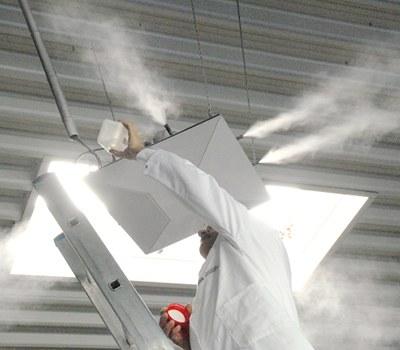 Wartung und Reinigung einer dezentralen Luftbefeuchtungseinrichtung